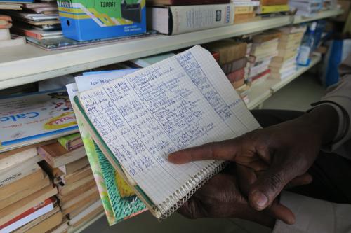 貸本をする書店の貸し出しノート